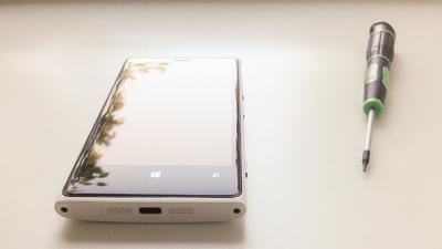 Как заменить аккумулятор в Lumia?